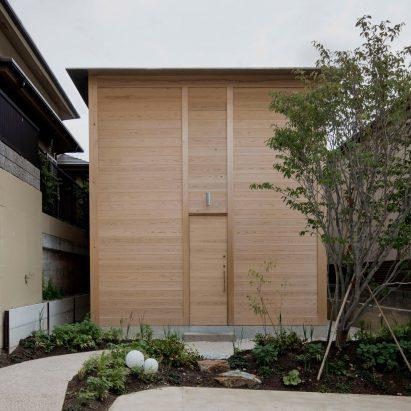 ogimachi-house-tomoaki-uno-architects-architecture-residential-japan-_dezeen_2364_sq2-411x411.jpg