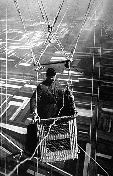 386px-World_War_I_Observation_Balloon_HD-SN-99-02269.JPEG