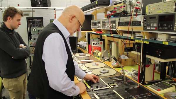Mr Müller (former assistant of Stockhausen) performing on generator, radio and 3 tape machines