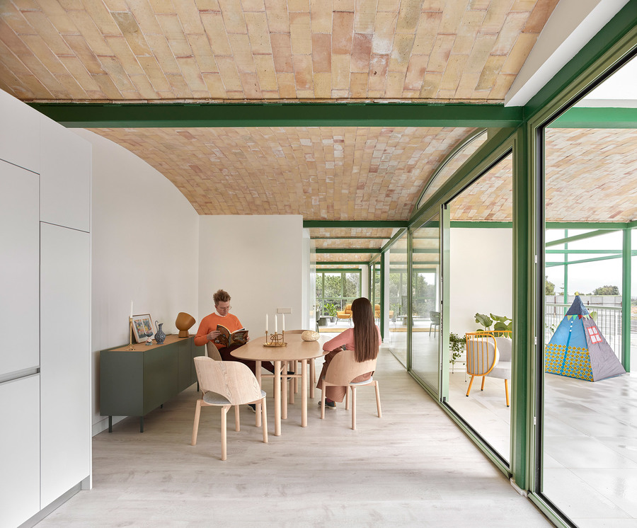 brick-vault-house-valencia-space-popular-residetial-architecture-spain-yellowtrace-07.jpg