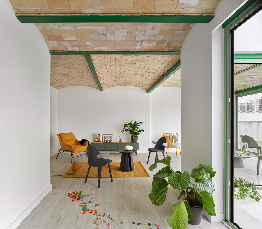 brick-vault-house-valencia-space-popular-residetial-architecture-spain-yellowtrace-05.jpg