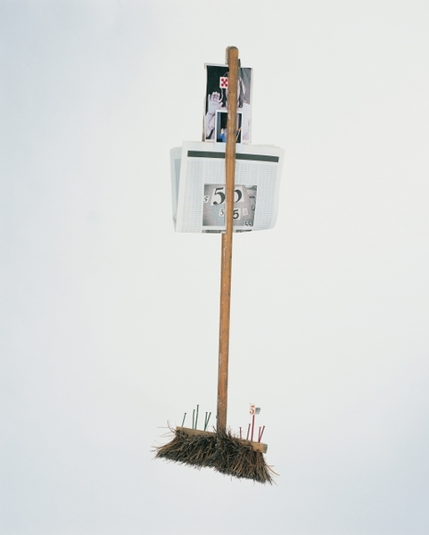 Broom with Fives, Mark Manders 2001 Example of Superposition of readymade