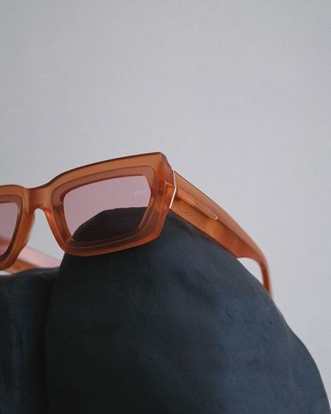 CATHARI Rust II With its wide and geometric lenses, the model's sturdy angular shapes are carved out from extra thick Italia...