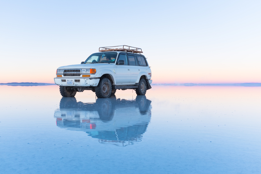Reflection_on_the_Salar_de_Uyuni-_bolivia.jpg