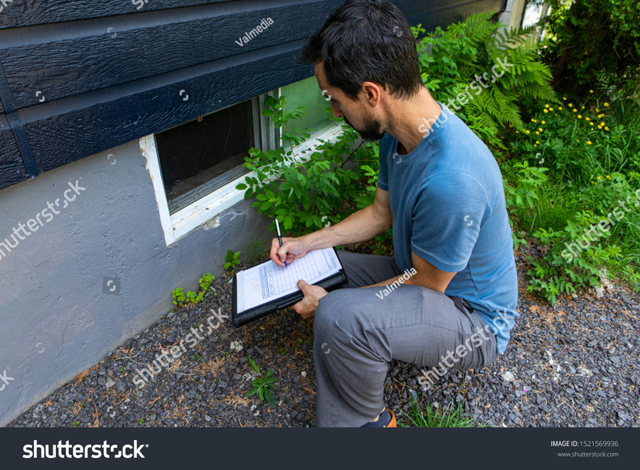 stock-photo-indoor-damp-air-quality-iaq-testing-a-close-up-view-on-environmental-home-quality-inspector-at-1521569936.jpg