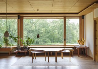 the-oversized-picture-window-provides-a-strong-indoor-outdoor-connection-and-a-view-on-the-sylvan-surroundings.jpg