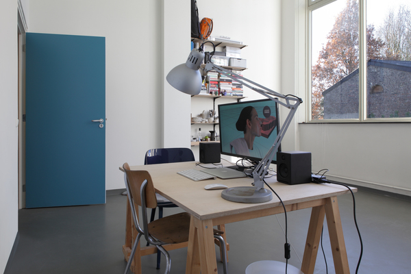 Anna Maria Łuczak, Magic Mud Mask, video, 5:58, 2016. Installation view. Image by Werner Mantz Lab