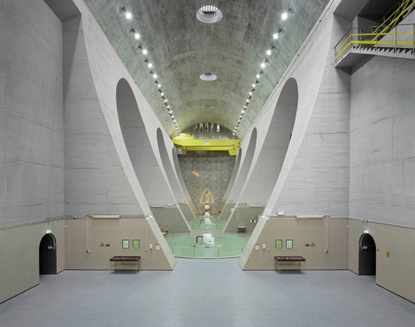 Edgar Martins | Fratel power station: machine hall