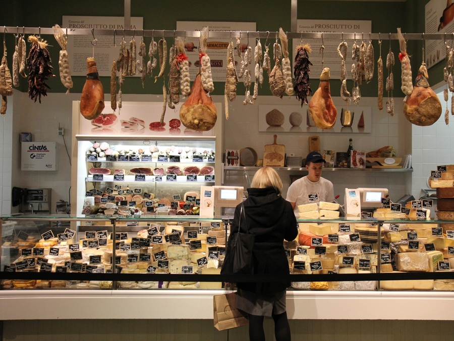 see-why-new-yorkers-are-obsessed-with-eataly-mario-batalis-giant-italian-food-market.jpg