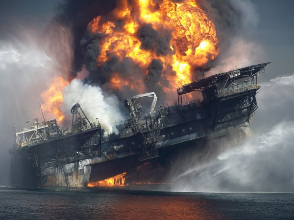 deepwater-horizon-burning-final-hours1-1-.jpg