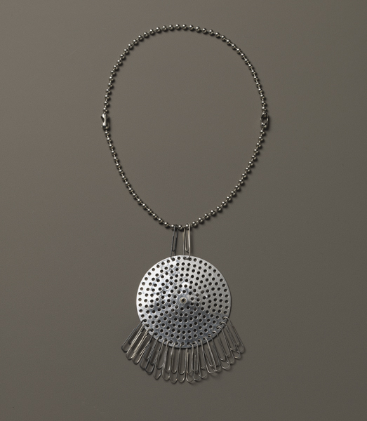 exh_2017_albers8_yuag_smallgreatobjects_necklace_0.jpg