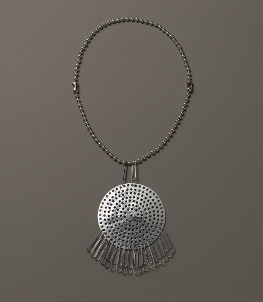 exh_2017_albers8_yuag_smallgreatobjects_necklace_0.jpg