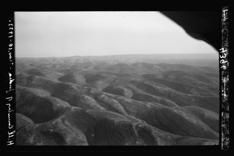lossy-page1-800px-air_views_of_palestine._west_of_jerusalem._judean_mountain_range._hills_and_valleys_s._of_ajalon._looking_...