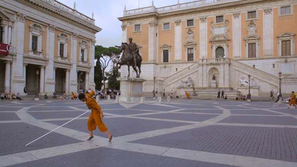 Bryony Roberts + Melissa Lohman Site-specific Performance at the Piazza del Campidoglio, Rome Supported by the American Academy in Rome A collaboration between Bryony Roberts and dancer/choreographer Melissa Lohman, this project transforms the civic space of the Piazza del Campidoglio in Rome.